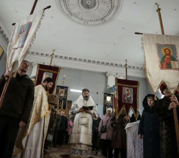 Service at a Ukrainian Orthodox church of the Kyiv Patriarchate in Crimea (Photo: krymr.org -- RFE/RL)
