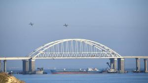 Russian jets over Kerch bridge hours before attack on Ukrainian ships