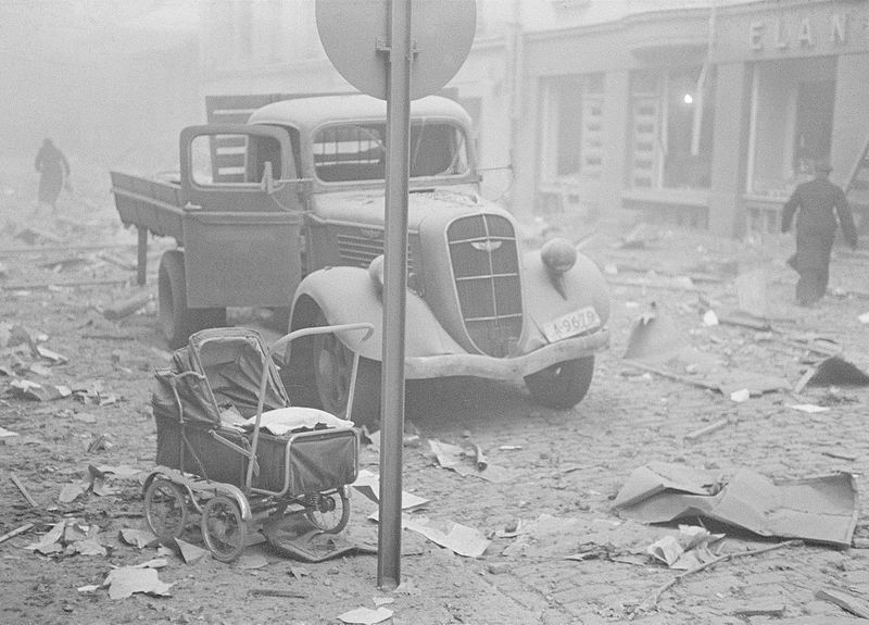 Damage from Soviet aerial bombardment of Helsinki, Finland, 1939-1940 (Photo: Finnish Army via Wikimedia Commons)