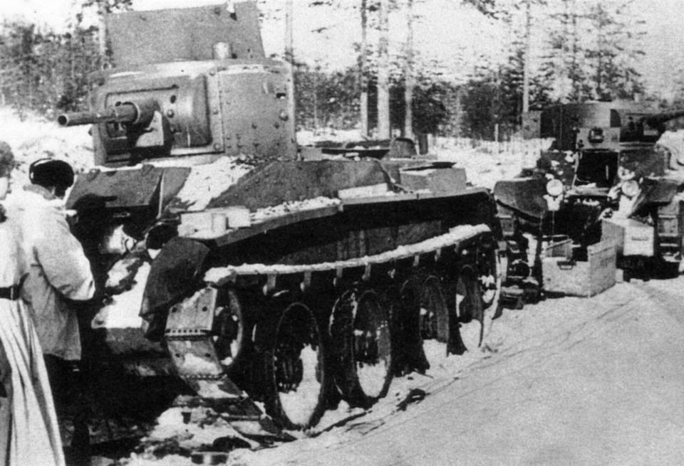 Finnish soldiers inspecting the Soviet light tanks BT-5, part of defeated convoy near Oulu, Finland. The Winter War, January 1940
