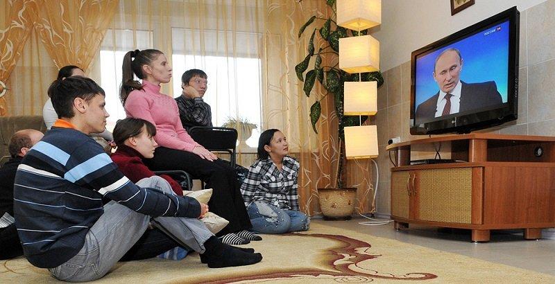 People watching Putin on TV