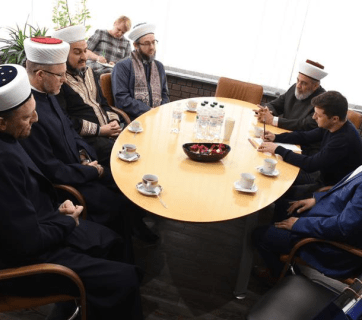 Ukrainian president-elect Volodymyr Zelenskyi meeting with the leaders of the Muslim community of Ukraine on May 2, 2019.