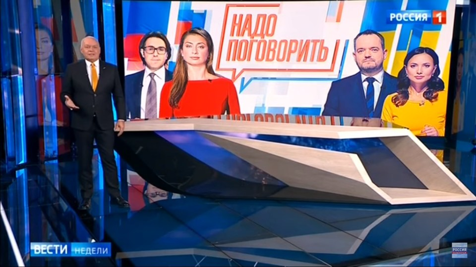 Russian top propagandist Dmitry Kiselyov announces a Ukraine-Russia teleconference to be co-hosted by Russia's Rossiya-1 and Ukraine's NewsOne TV channels. Screenshot: Youtube/Rossiya-24