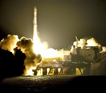 A Ukrainian Zenit-3SL rocket being launched from the ocean platform of the Sea Launch international space consortium at 01:16:01 on 20 April 2009 (Photo by Steve Jurvetson via Wikimedia Commons)