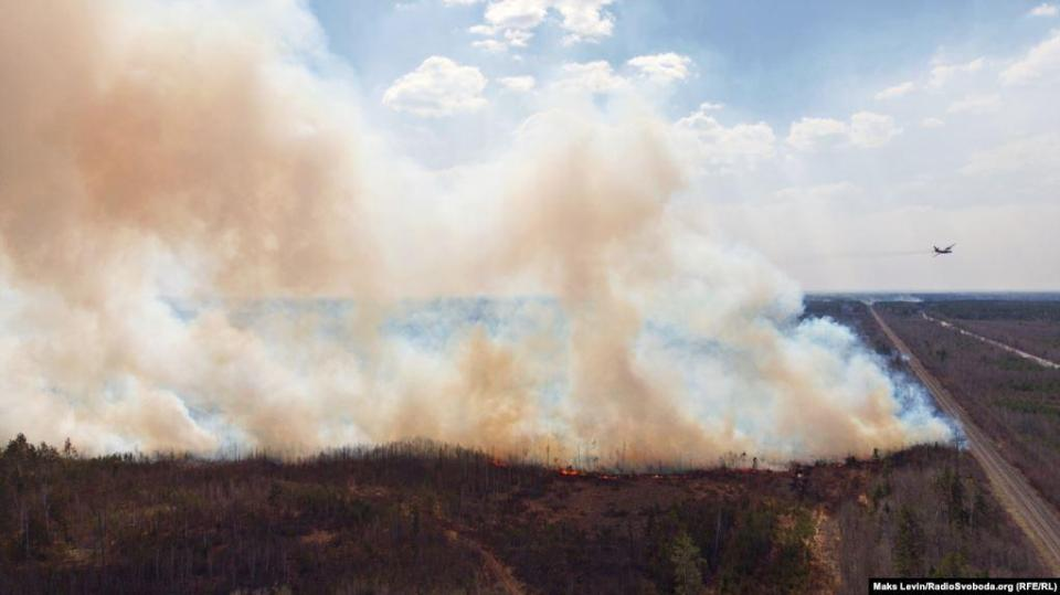 Fire aviation emits water on fire in a forest near the border crossing point & laquo; Performances & raquo;