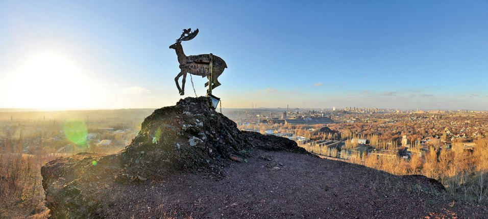 A deer figure atop a slagheap near the former art center Izolyatsa in occupied Donetsk. The art center was turned into a prison by Russian occupation forces back in 2014. The facility remains operating since then. Photo: izolyatsia.org