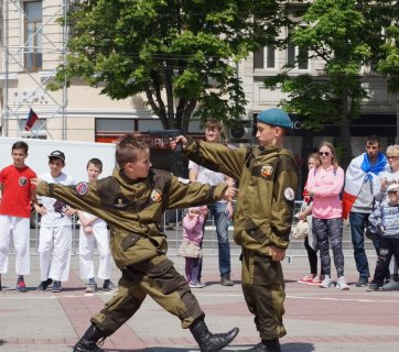 Militarization of children in Russia-occupied Crimea. (Source: arc.construction)