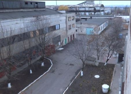Whitewashed curbs and trees outside the prison buildings. Photo: Telegram/traktorist_dn