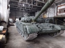 A Russian T-72 tank hidden in one of Izolyatsia buildings. Photo: Telegram/traktorist_dn