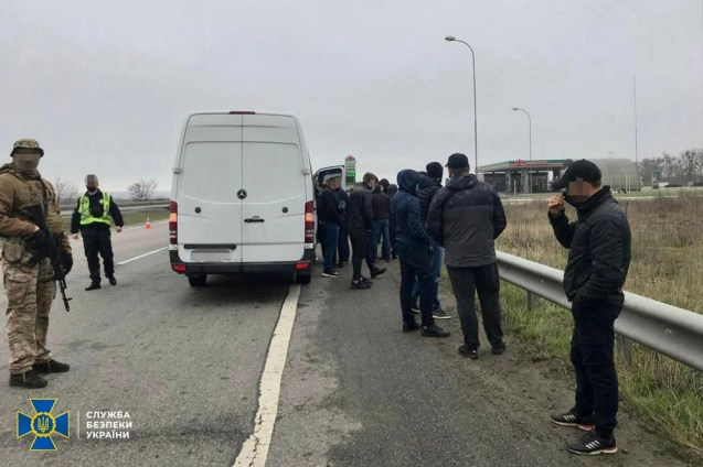 The Security Service of Ukraine detains suspected provocateurs who reportedly were going to destabilize situation in Ukraine's northeastern region of Kharkiv. Photo: SBU