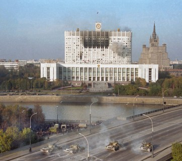 Tanks of Russia's elite Taman Division shelling the House of Soviets (now known as the White House) where the Supreme Soviet of Russia (parliament, now known as State Duma) was located at the time. Moscow, October 4, 1993. Photo: TASS