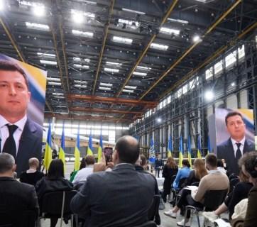 Ukrainian President Volodymyr Zelenskyy holds press conference at Antonov factory, Kyiv, May 20, 2021. (Source: president.com.ua)