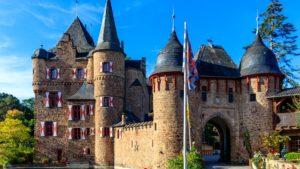 Burg_Eifel_See