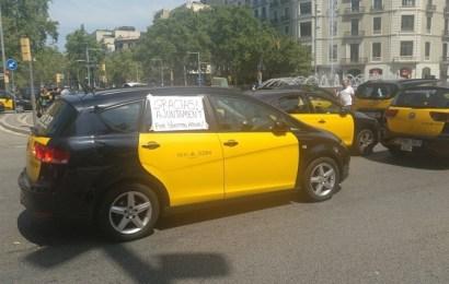 El Taxi da un ultimátum a Fomento sobre la licencia urbana contra Cabify y Uber y la huelga se extiende a las principales ciudades