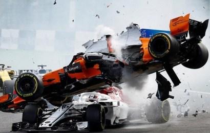Espectacular y dramático accidente de Fernando Alonso en la salida del GP de Bélgica