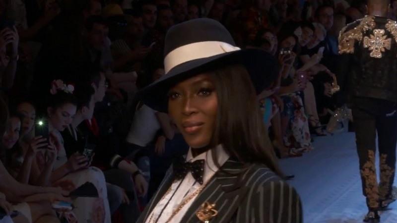 Naomi Campbell vuelve a subir a la pasarela