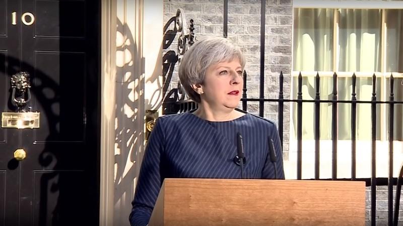 Theresa May promete renunciar si el Parlamento aprueba su acuerdo