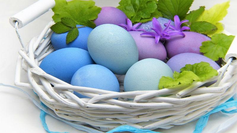 cesta de huevos de pascua