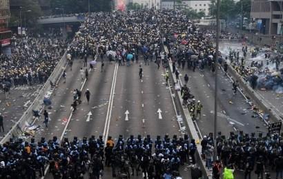 Violencia sin precedentes durante las protestas en Hong Kong