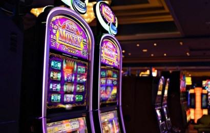 Las ventajas de jugar en un casino online vs. un casino físico tradicional