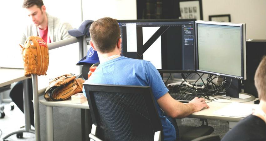 ¿Cómo mejorar la comunicación empresarial de la mano de un software call center?