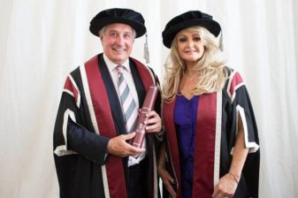 bonnie-tyler-receives-an-honorary-degree-in-2013
