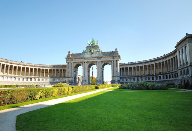Brussels facts a large monument in the park