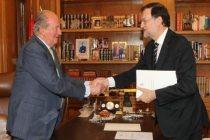 El Rey Don Juan Carlos y el presidente del Gobierno en el momento de la abdicación