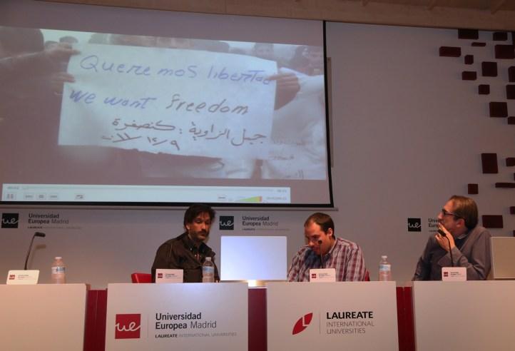 Ricardo García, Antonio Pampliega y Fernando Ávila durante la proyección de imágenes de Siria//Foto: Teresa Novillo