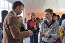 Luis Calandre con alguno de los nuevos alumnos