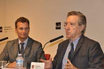Iñaki Gabilondo junto a Luis Calandre en la charla inaugrual del Curso 2015-16