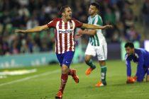 Koke celebra su tanto, a la postre, el del triunfo del Atlético de Madrid ante el Betis en el Benito Villamarín. EFE/Julio Muñoz