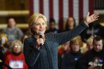 La aspirante a la candidatura demócrata a la presidencia Hillary Clinton se dirige a sus simpatizantes