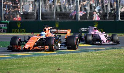 MLB. Melbourne (Australia), 26/03/2017.- Spanish driver Fernando Alonso of McLaren Honda drives ahead of Mexican driver Sergio Perez of Sahara Force India during the 2017 Formula One Australian Grand Prix at Albert Park GP Circuit in Melbourne, Australia, 26 March 2017. (Fórmula Uno) EFE/EPA/TRACEY NEARMY AUSTRALIA AND NEW ZEALAND OUT