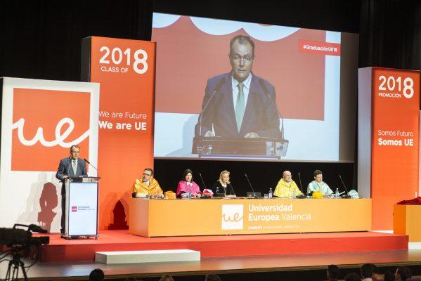 Foto 1_Salvador Navarro padrino de la Graduación de la Universidad Europ...