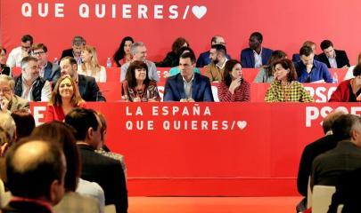 El presidente del Gobierno, Pedro Sánchez (c), en el Comité Federal del PSOE en el que se van a aprobar las listas para las elecciones generales y las europeas, autonómicas y municipales del 26 de mayo.- EFE/JJ Guillén