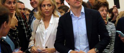 Pablo Casado y su mujer, ejerciendo el derecho al voto/EFE