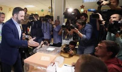 Abascal en el colegio electoral
