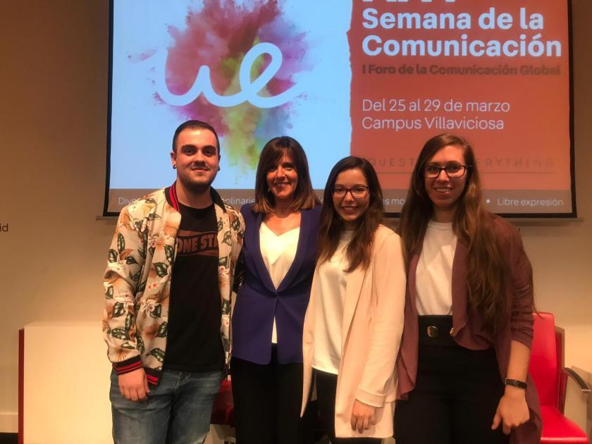 Ana Blanco con alumnos