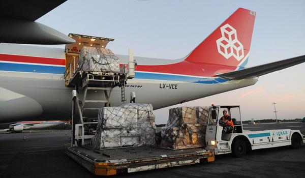 Cargolux Boeing 747-8F loading