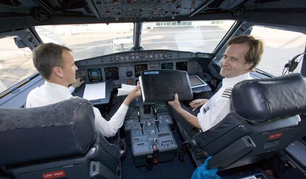 Cockpit crew in E-170 aircraft