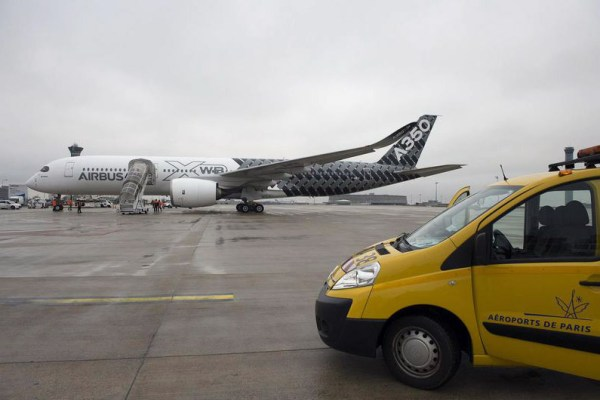 "The Airbus A350 XWB jetliner made its ""premiere"" in Paris on 26 February 2015, landing for the first time at Paris Charles de Gaulle airport (© Airbus)"
