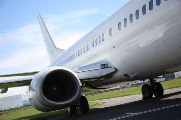 Boeing 737-400 (© Cardiff Aviation)