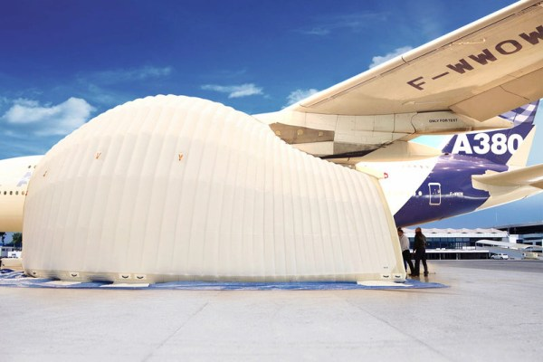 Inflatable tent for engine maintenance (© Airbus)