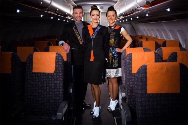Cabin Crew mit neuen Wearable-Uniformen (© easyJet)