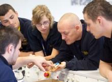 Elektronik-Ausbildung bei der Lufthansa Technik (© LHT)