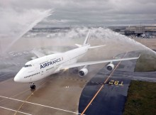 Wasser-Salut für die letzte Boeing 747 (© Air France)