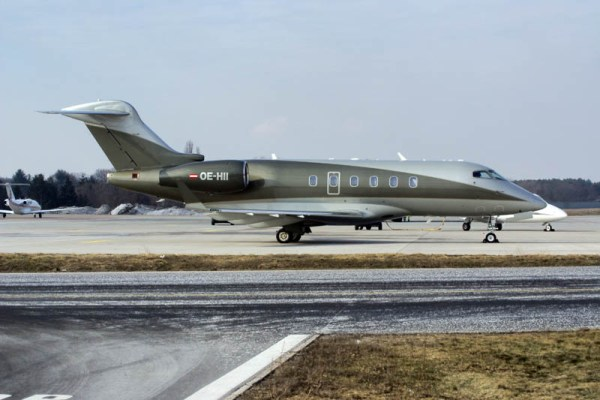 Bombardier Challenger 300 der Amira Air (© O. Pritzkow)