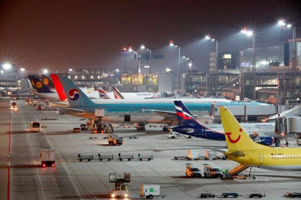 Flughafen Frankfurt am Abend (© Fraport)