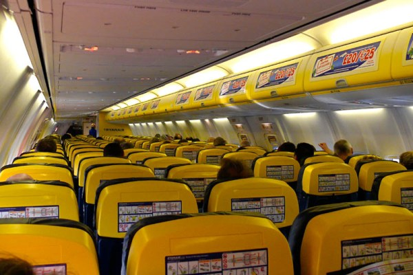 Ryanair-Kabine (CC BY-SA Ruthann)